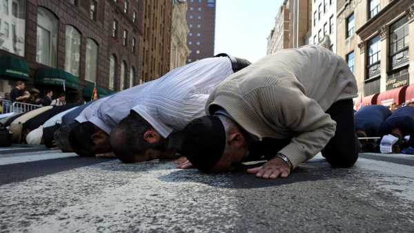 How do we humble ourselves towards God? - IslamiCity